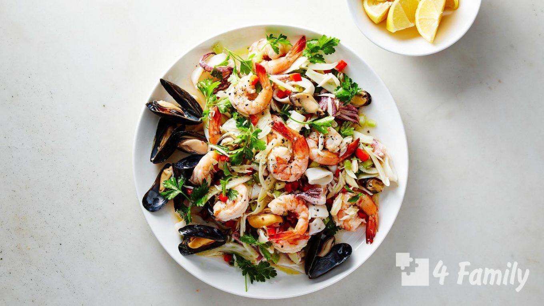 Какой салат можно приготовить с морепродуктами