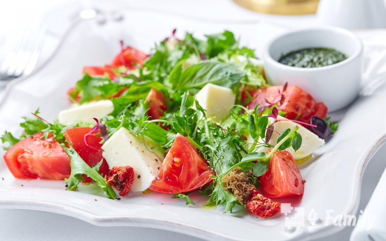 Какой салат можно приготовить к макаронам