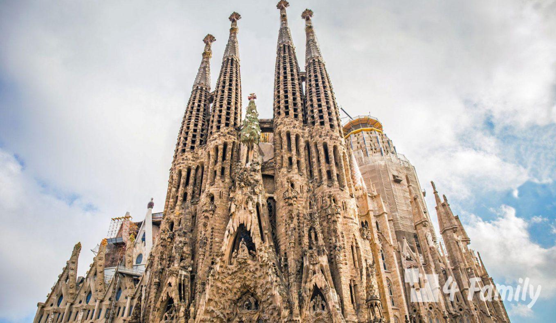 Саграда Фамилия главный храм Барселоны