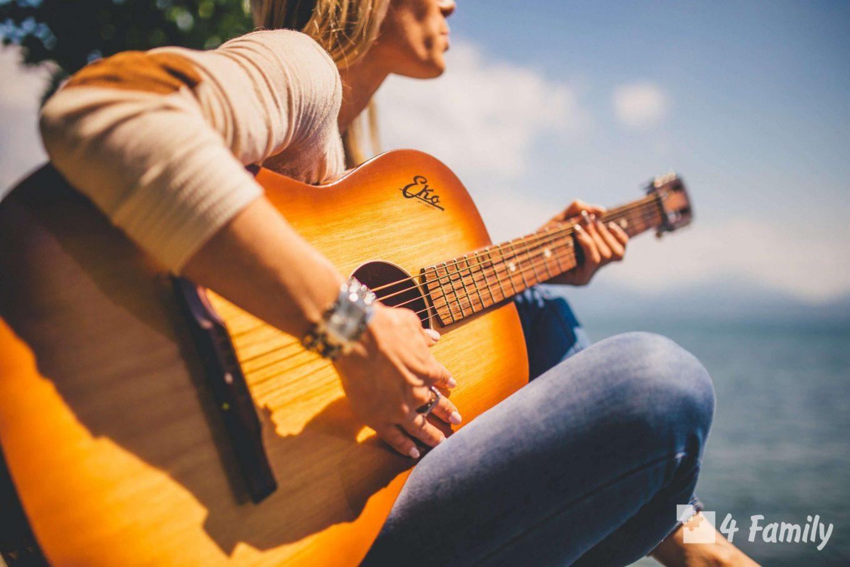 Как научиться играть на гитаре с нуля?
