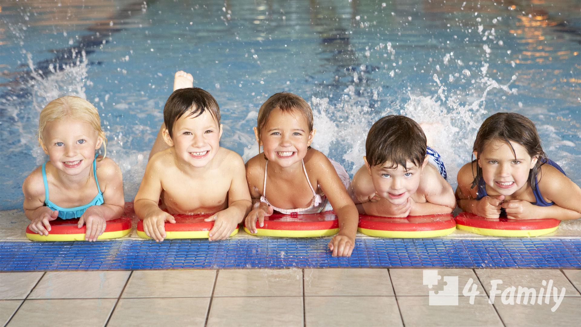 Фото. Что нужно для бассейна ребенку