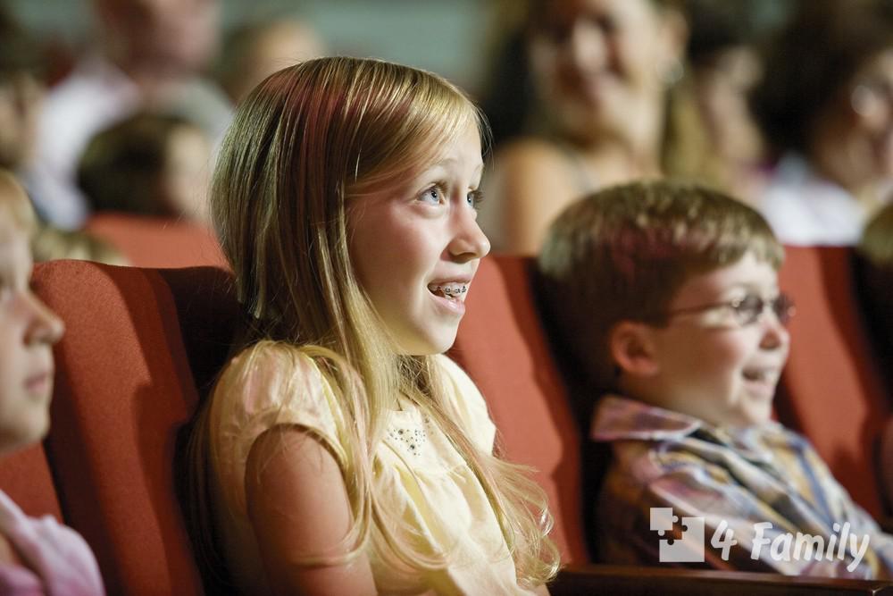 Фото. Как организовать поход с ребенком в театр