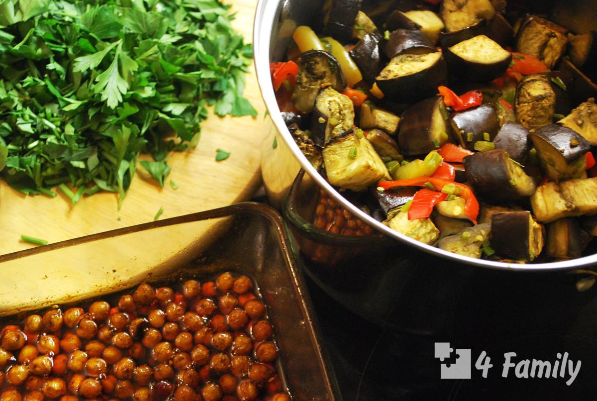Фото. Как приготовить салат с баклажаном и нутом