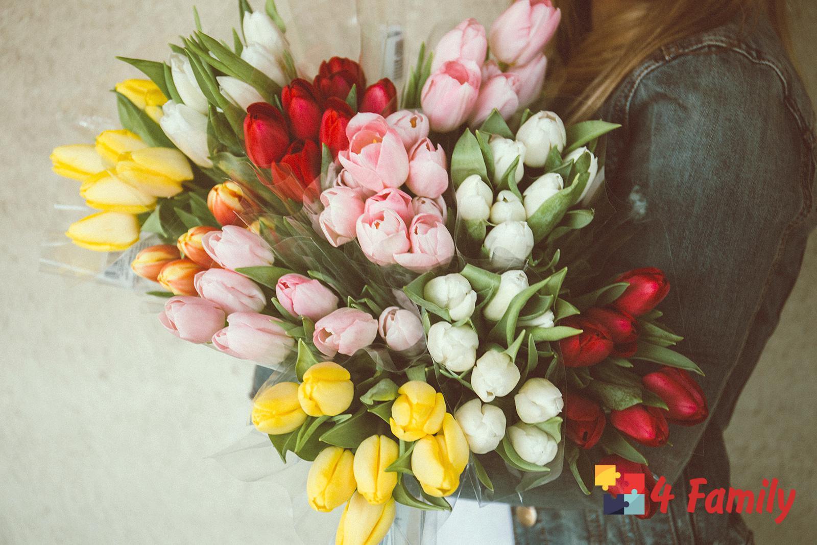Фото. Что подарить дочке на 8 марта
