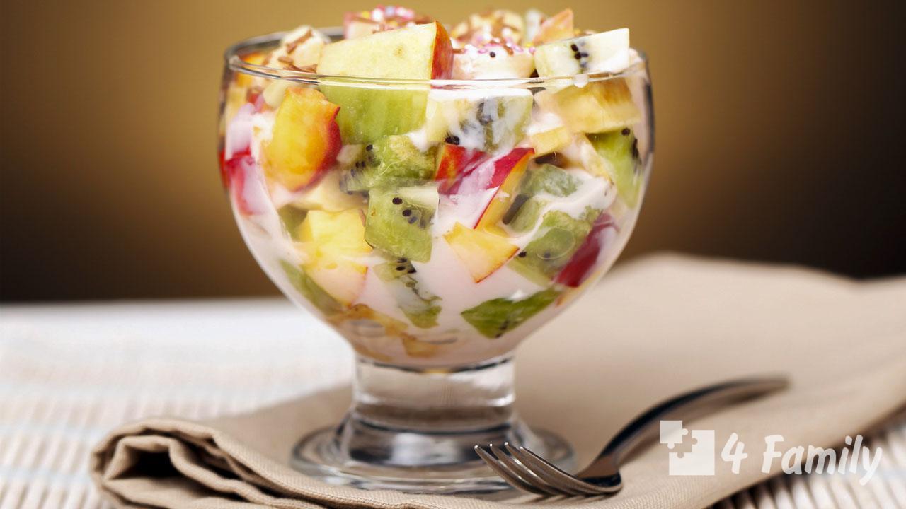 Фото. салат из фруктов (яблоки, виноград, мандарины, бананы)