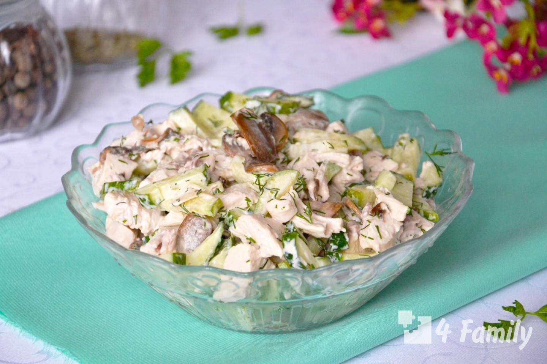 Фото. салат с курицей и маринованными огурцами