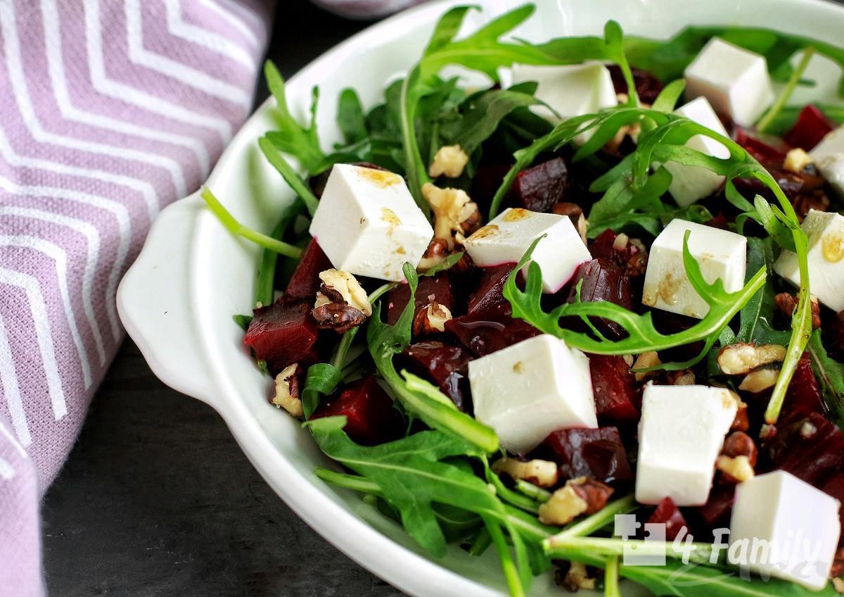 Какой салат можно приготовить с сыром фетакса