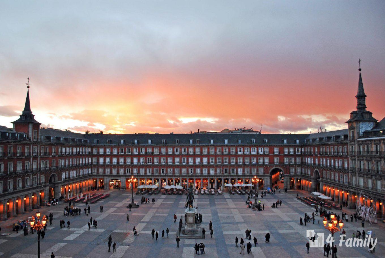 Пласа-Майор живописная площадь в центре Мадрида