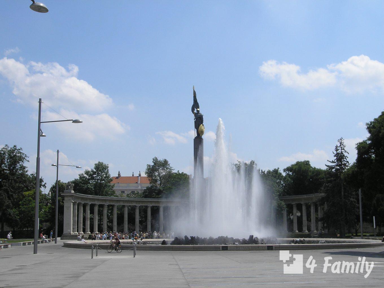 4family Площадь Шварценбергплац в Вене