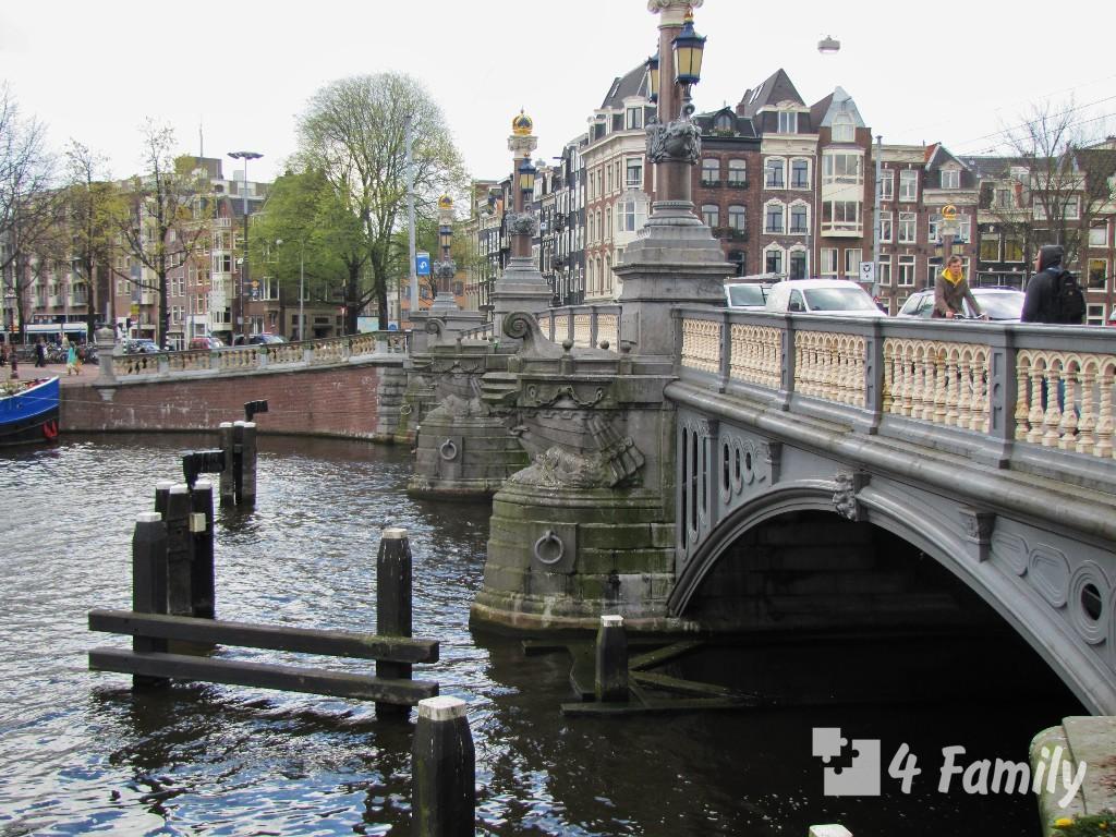 Блаубрюг в Амстердаме