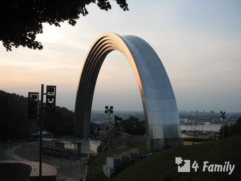 4family Арка дружбы народов в Крещатом парке в Киеве