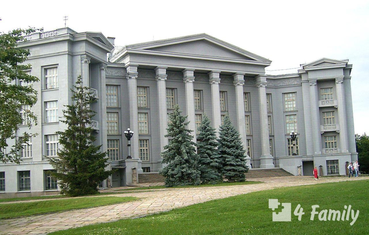 4family Национальный музей истории в Киеве