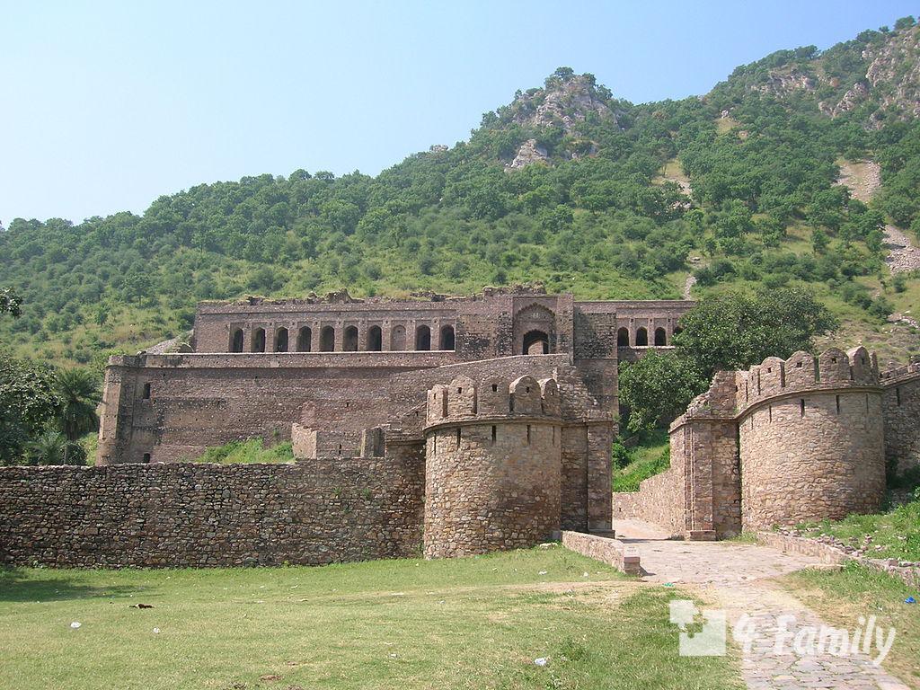 Замок-призрак Бхангар
