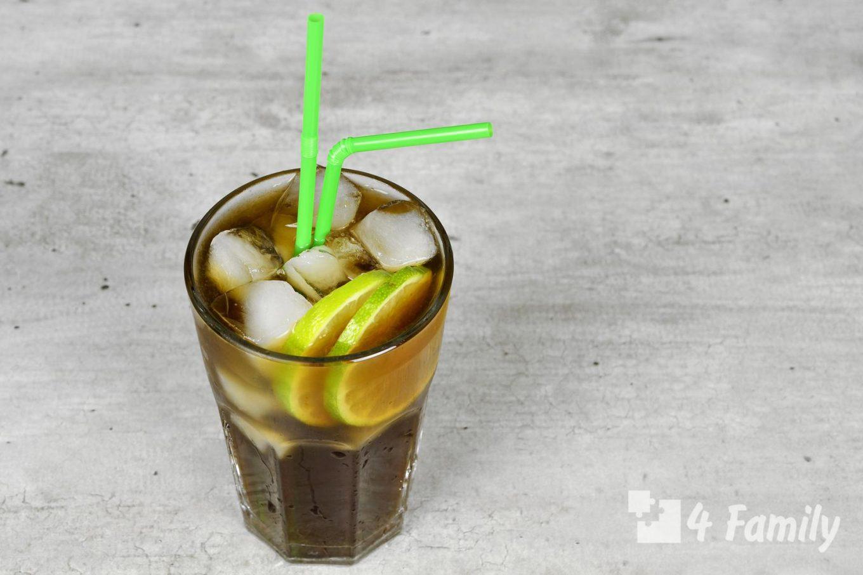 Изобилие алкогольных коктейлей на роме