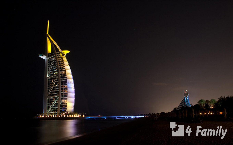 Море в ночное время в Дубае
