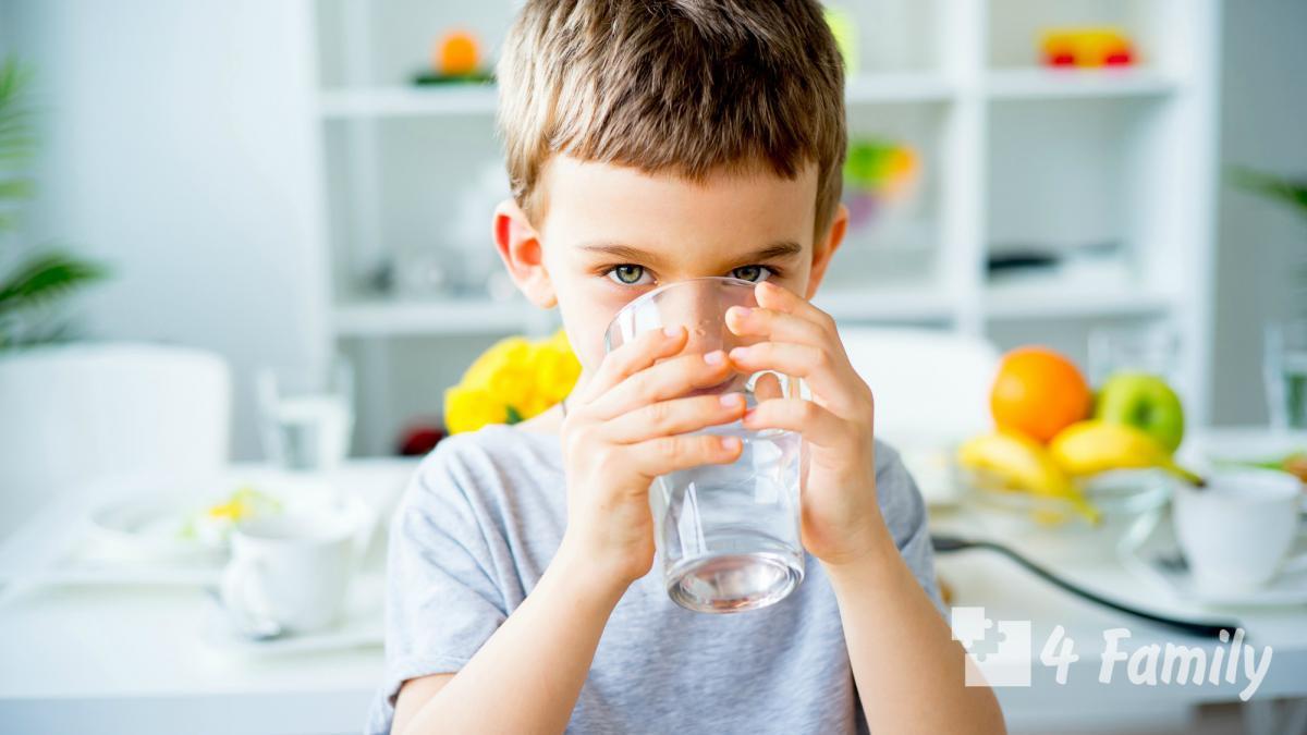 Чистая питьевая вода в рационе ребенка