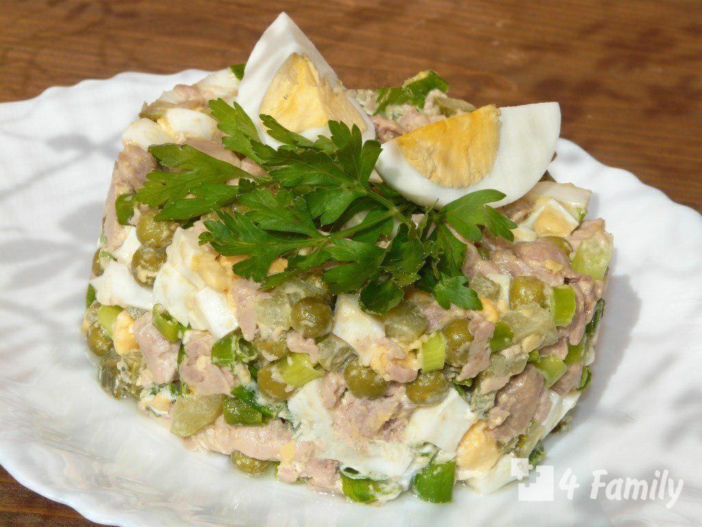 4family Как приготовить салат из печени трески с зеленым горошком