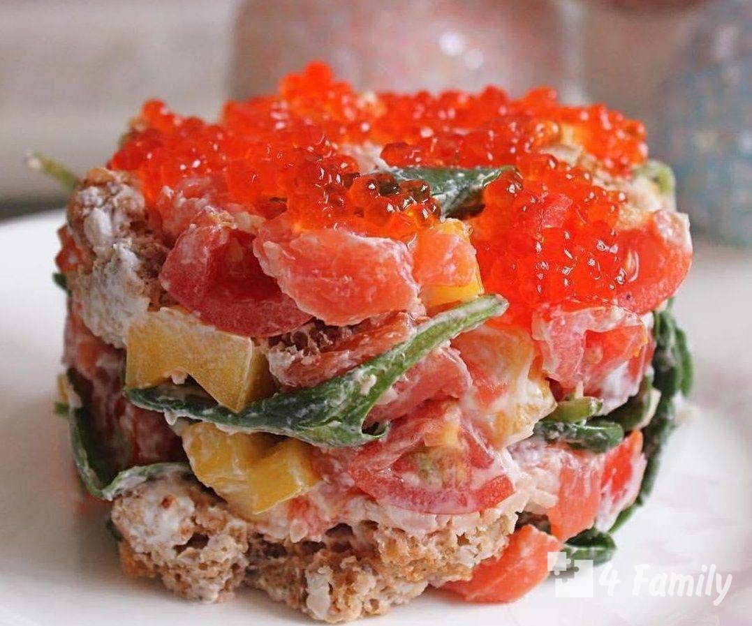 4family Как сделать салат с соленой красной рыбой с томатами