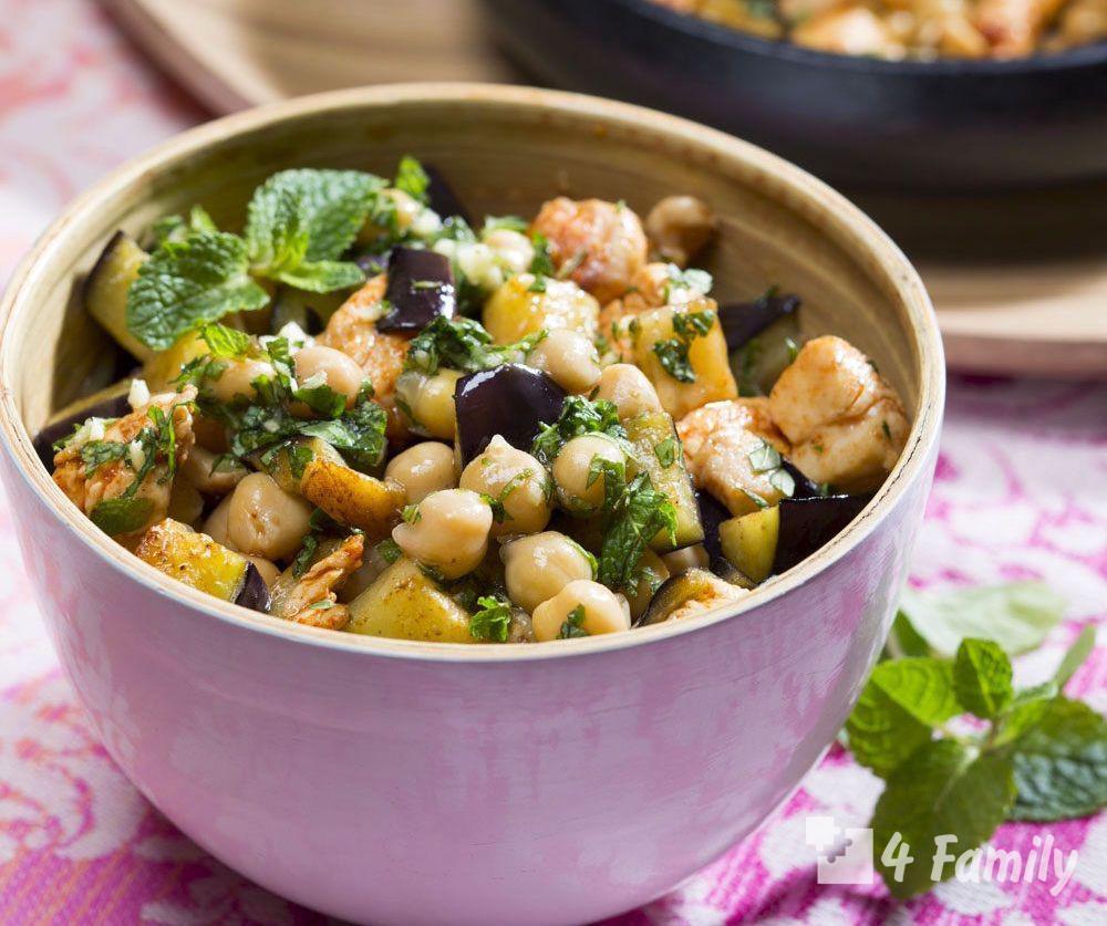 Как приготовить салат с баклажаном и нутом