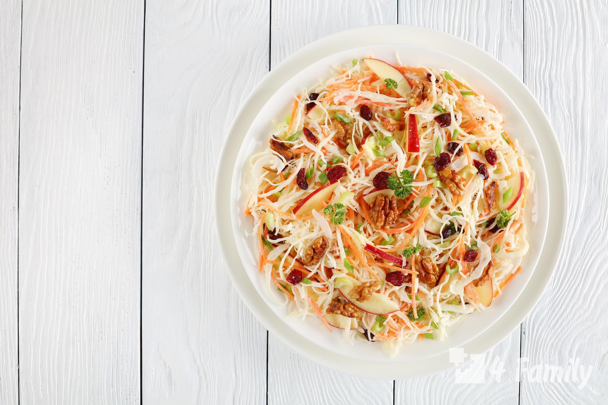 Как сделать салат из квашеной капусты
