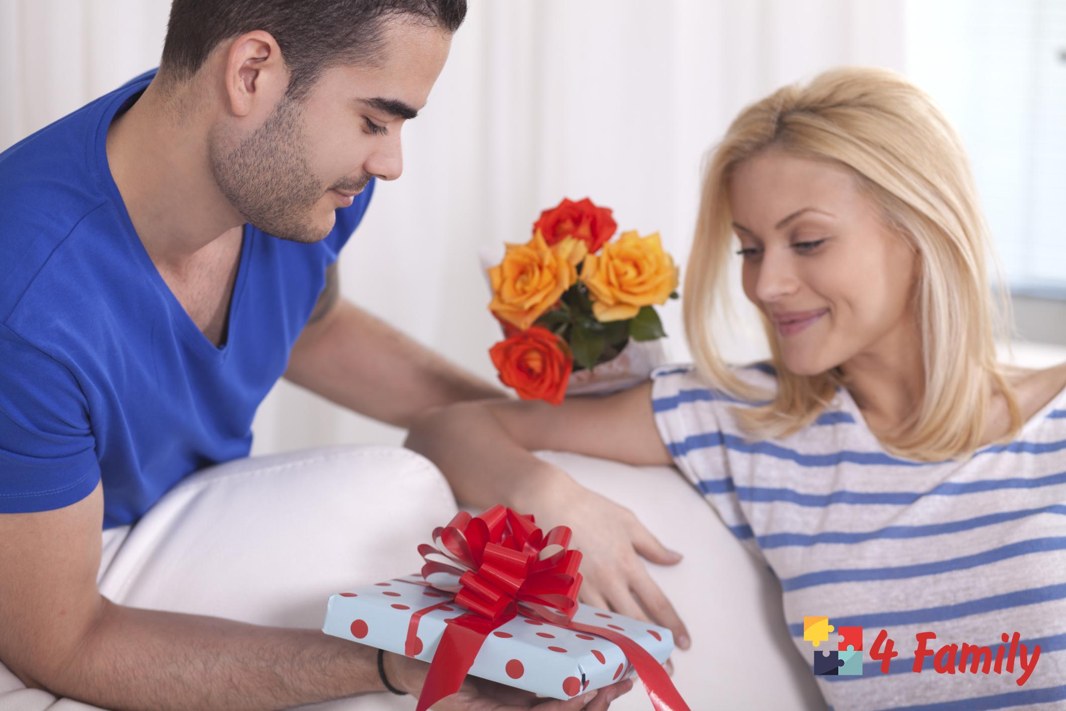 4family Что подарить девушке на 8 марта