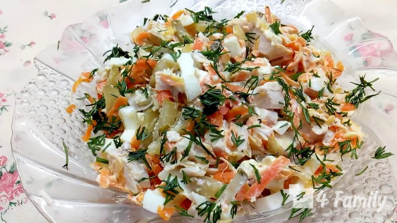 Как приготовить салат обжорка с фасолью и копченой колбасой