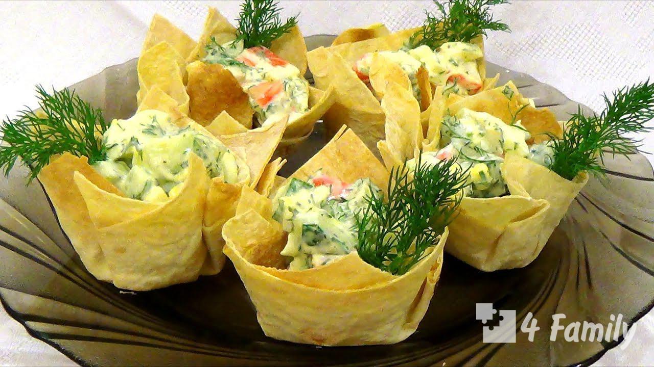 Как приготовить зеленый салат в чашечках из блинов