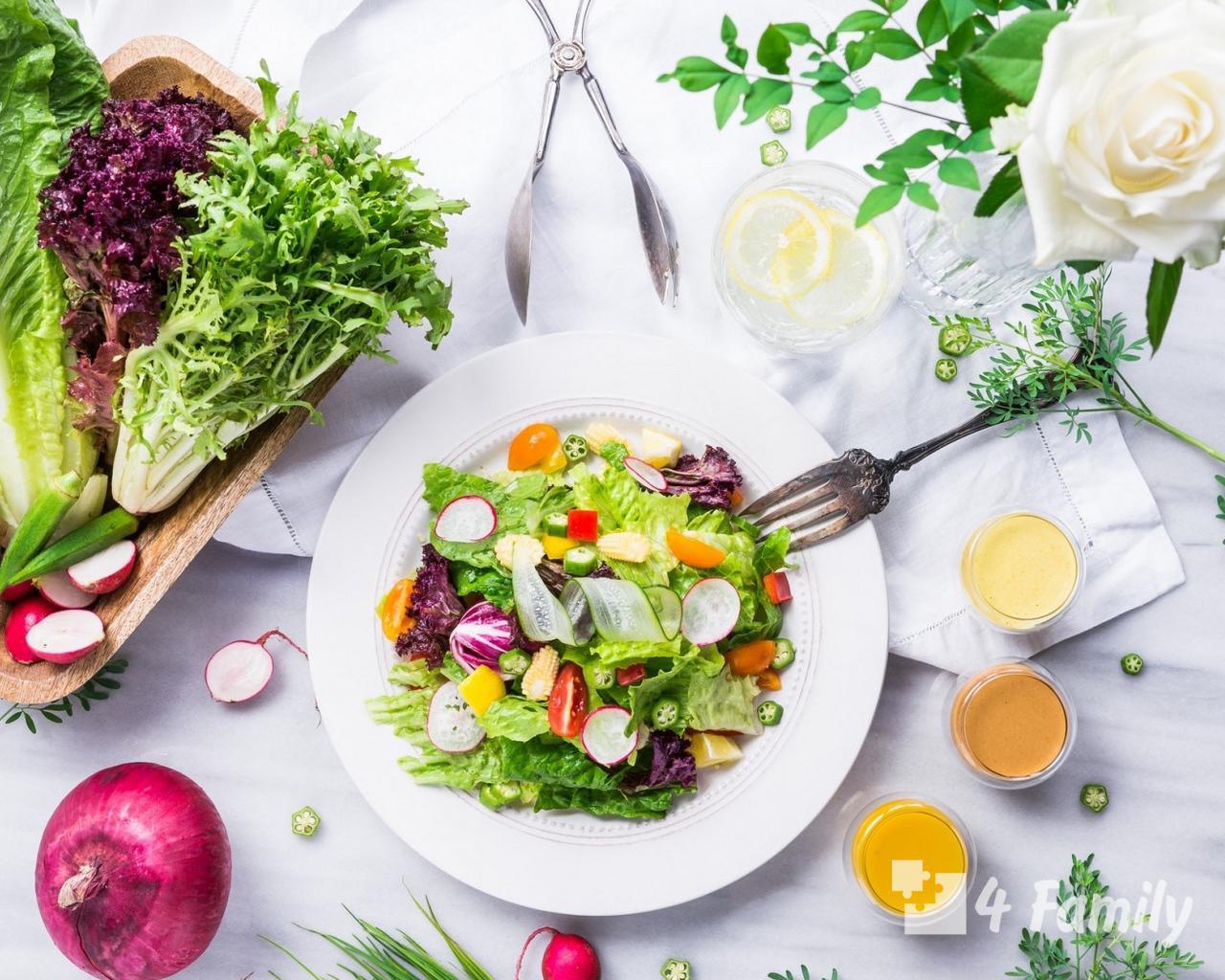 Как сделать салат из огурцов и помидоров
