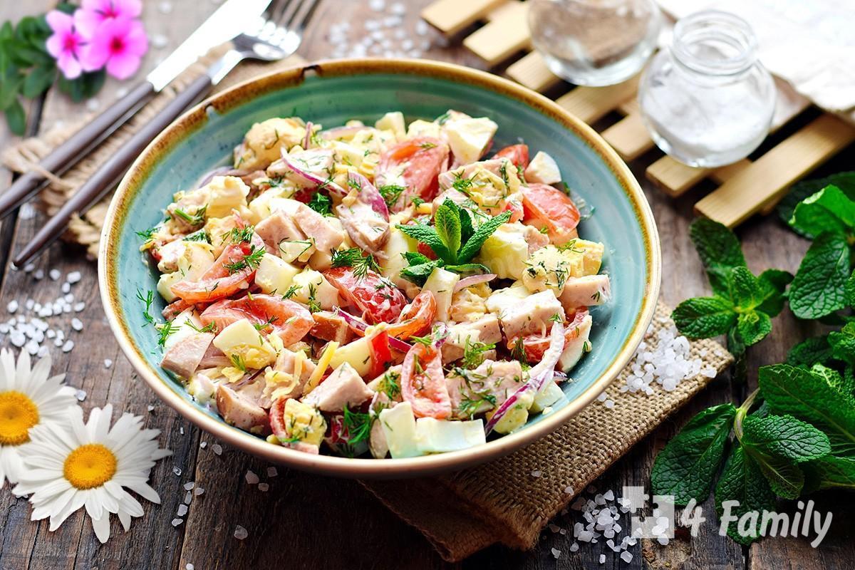 Как сделать салат с ветчиной и огурцами