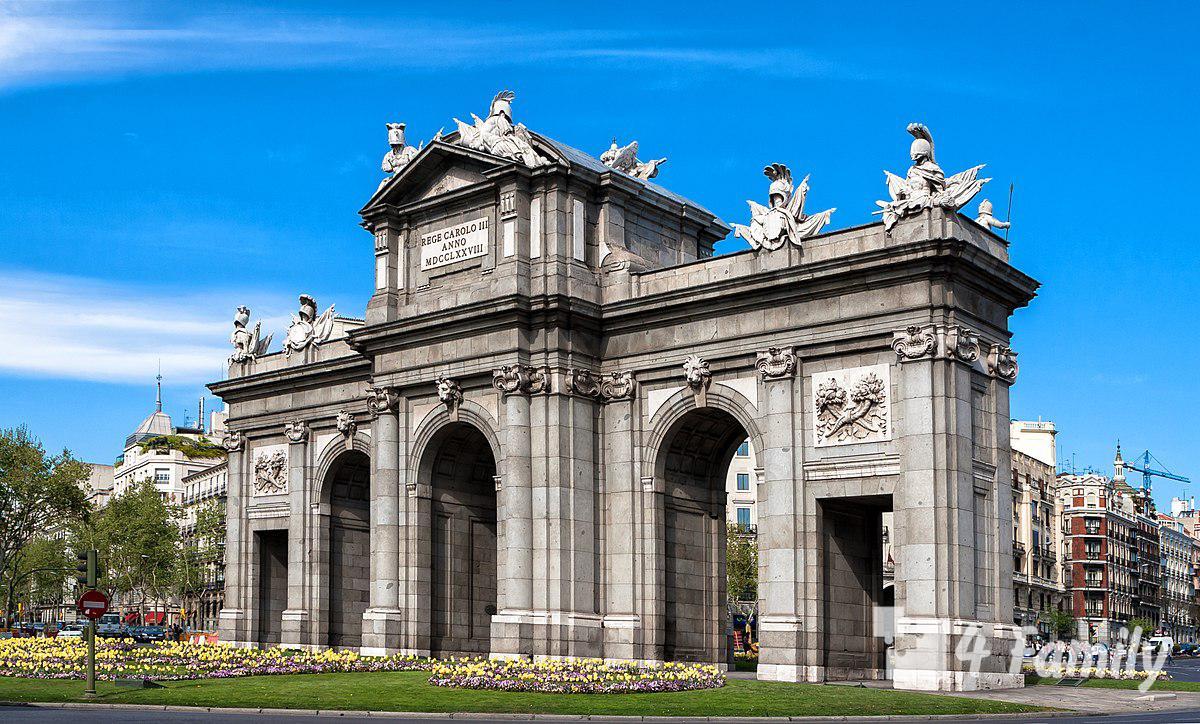 4family Ворота Алькала в Мадриде