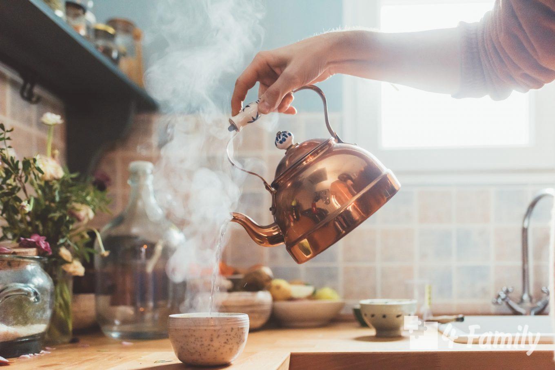 Как убрать накипь в чайнике в домашних условиях